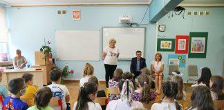 Kanclerz Międzynarodowej Kapituły Orderu Uśmiechu odwiedził dzieci w SP 5 w Piasecznie