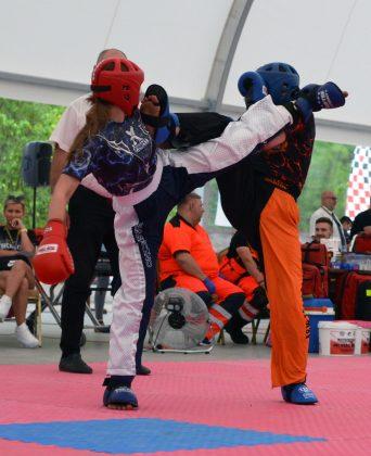 Ilustracja. Daria Niciporuk w walce finałowej LC - Mistrzostwa Polski Kadetów i Dzieci w Kickboxingu w formułach Pointfighting i Light contact