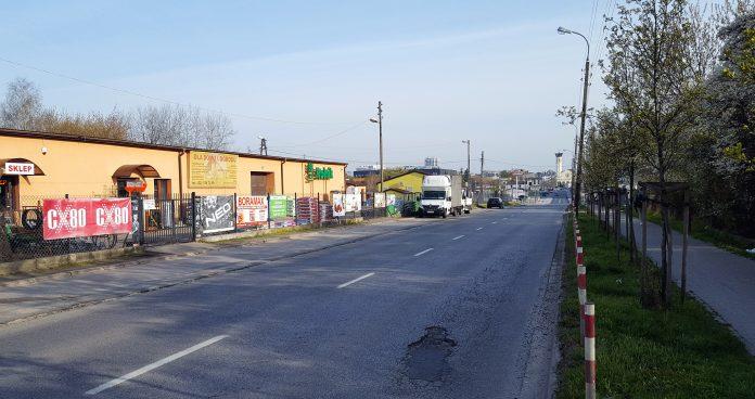 Ulica Dworcowa przed przebudową na odcinku od al. Lotników do skrzyżowania z ul. Nadarzyńską