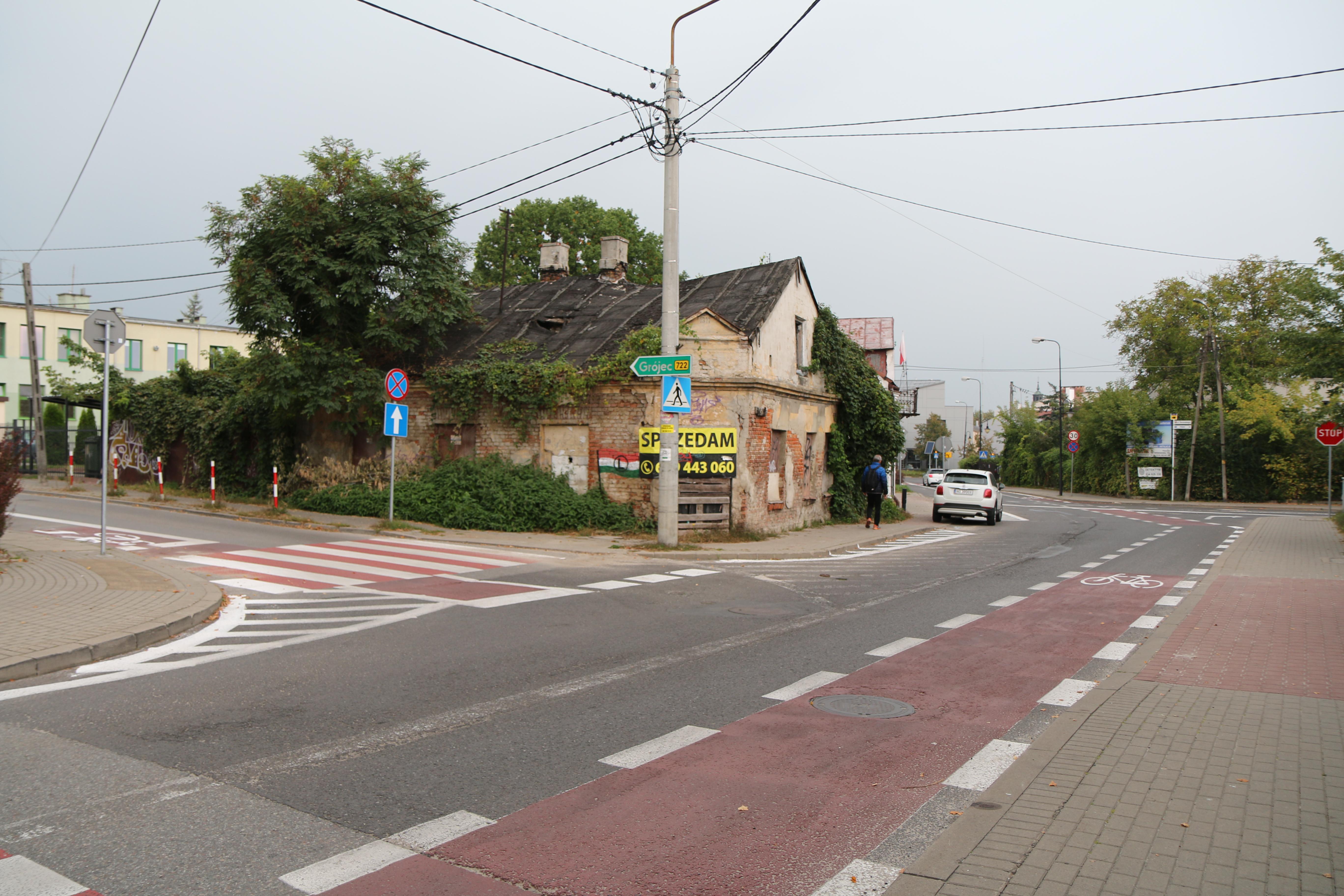 Nowa infrastruktura dla rowerzystów. Na zdjęciu skrzyżowanie ulic Kilińskiego i Żabiej z wymalowanym pasem rowerowym.