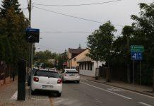Strefa Płatnego Parkowania na kolejnych ulicach - Kilińskiego, Sierakowskiego, Warszawska. Na zdjęciu miejsca postojowe wzdłuż ulicy Kilińskiego. Parkomat oraz znak pionowy na razie zasłonięte folią.