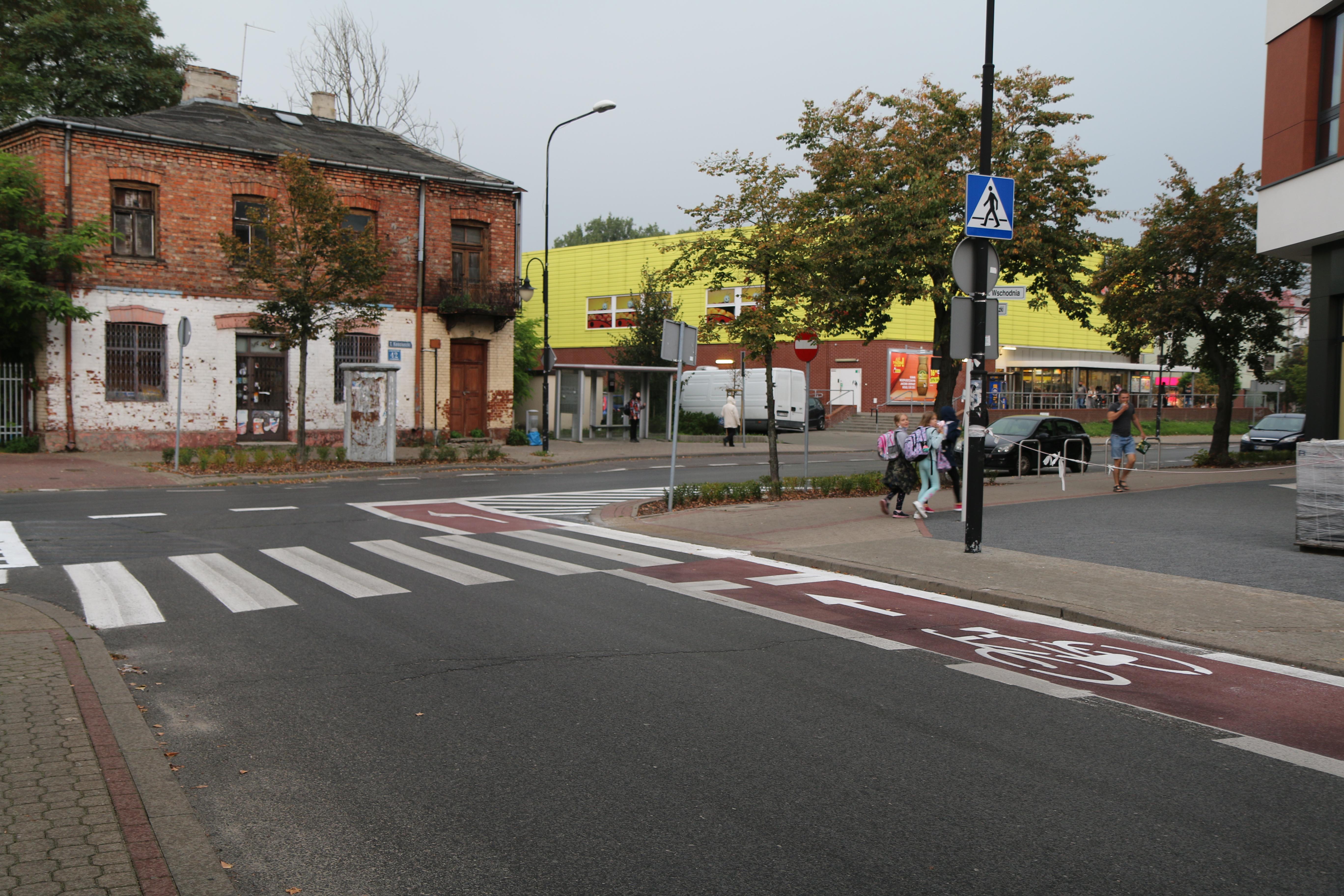 Nowa infrastruktura rowerowa w Piasecznie. Na zdjęciu koniec kontrapasa rowerowego u wylotu ul. Wschodniej od strony ul. Kościuszki.
