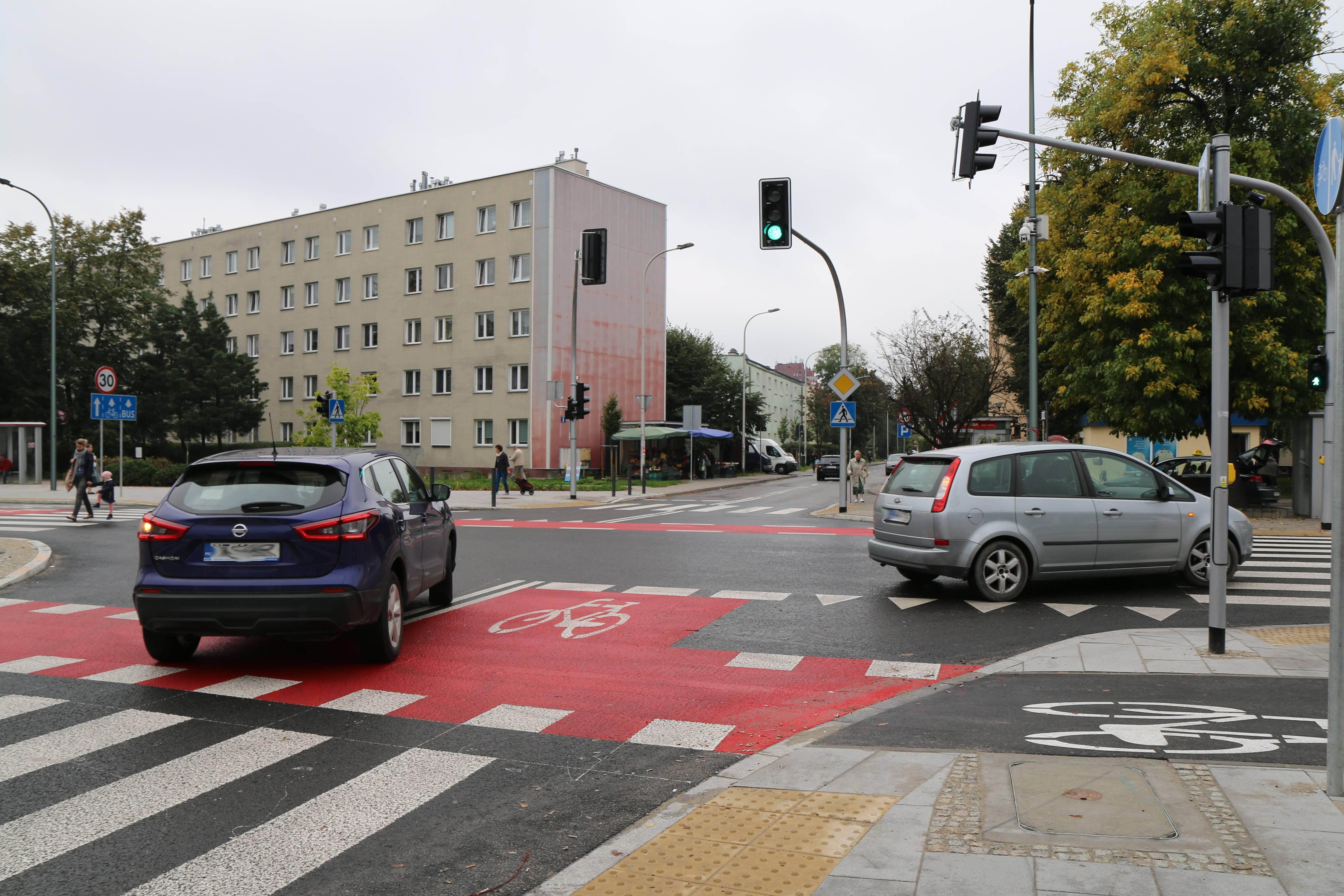 Nowa infrastruktura rowerowa w Piasecznie. Na zdjęciu przejazd rowerowy na skrzyżowaniu ulic Puławskiej i Młynarskiej.