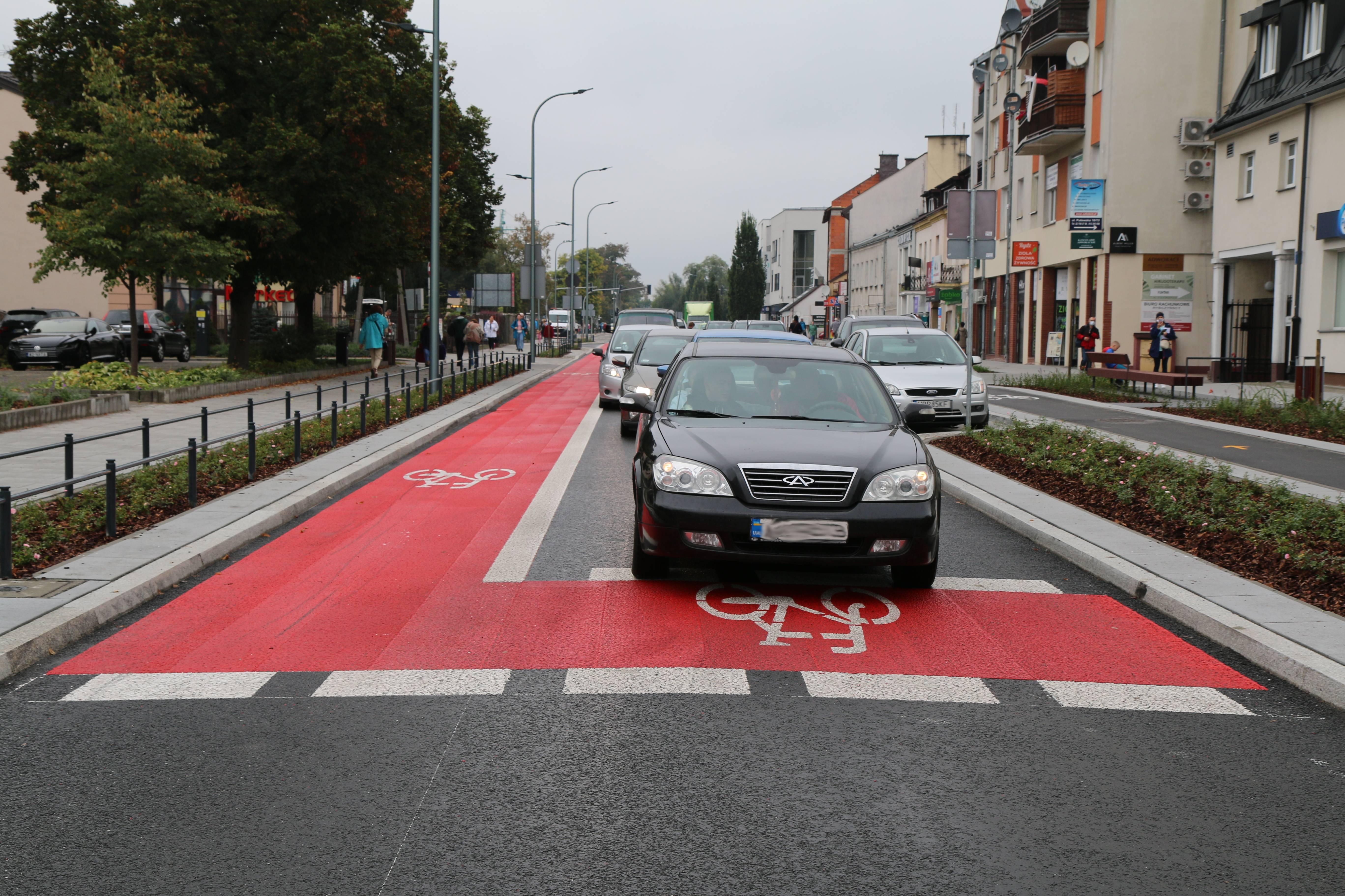 Nowa infrastruktura rowerowa w Piasecznie. na zdjęciu śluza rowerowa na ulicy Puławskiej.