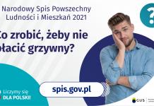 Grafika – Co zrobić, żeby nie płacić grzywny? Na grafice jest napis: Narodowy Spis Powszechny Ludności i Mieszkań 2021. Co zrobić, żeby nie płacić grzywny? Po prawej stronie widać zamyślonego mężczyznę i znak zapytania. Na dole grafiki umieszczone są cztery małe koła ze znakami dodawania, odejmowania, mnożenia i dzielenia, obok nich napis: Liczymy się dla Polski! Po środku jest adres strony internetowej: spis.gov.pl. W prawym dolnym rogu jest logotyp spisu: dwa nachodzące na siebie pionowo koła, GUS, pionowa kreska, Narodowy Spis Powszechny Ludności i Mieszkań 2021.