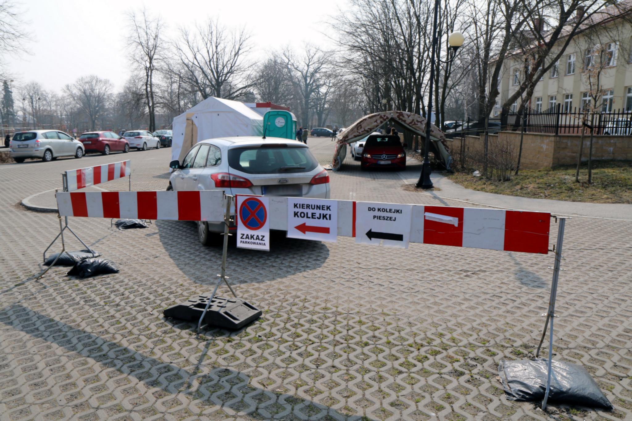 Czas pandemii w Piasecznie. Czas pandemii w Piasecznie. Akcja rozdawania maseczek dla mieszkańców.