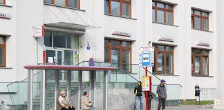 Nowe wiaty na przystankach. Na zdjęciu wiata przystankowa przy ul. Jana Pawła II