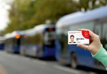 Piaseczyńska Karta Mieszkańca na tle autobusów L